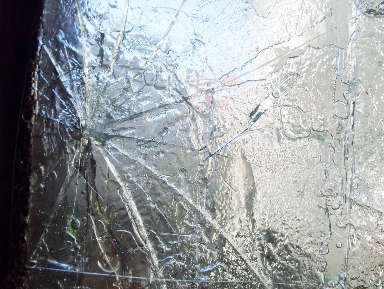 火災保険で割れたガラスも直せる!?保険内容を確認して無駄なく保障を受けよう!