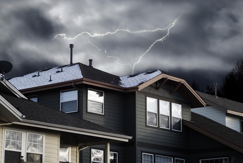 火災保険で落雷は補償できる!保険の対象や保険金額を解説